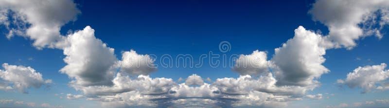 镜象天空全景 库存照片