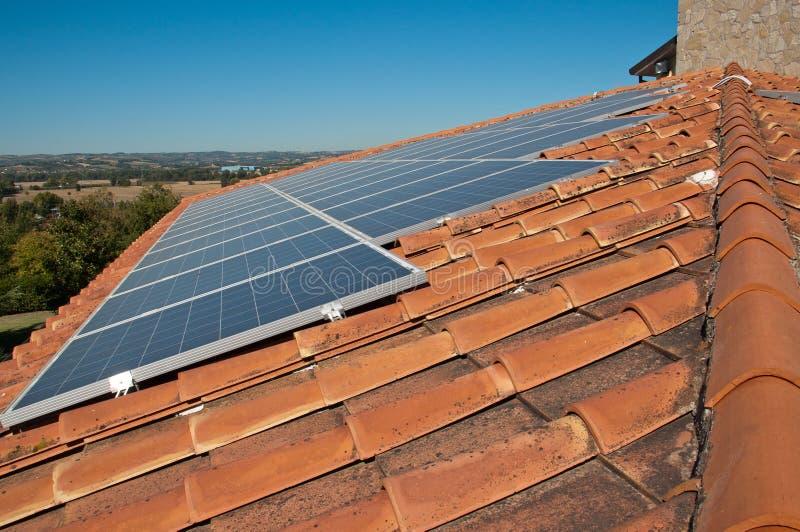 镶板光致电压的屋顶 免版税库存照片