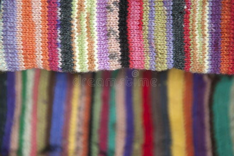镶边五颜六色的羊毛被编织的织品特写镜头 免版税图库摄影