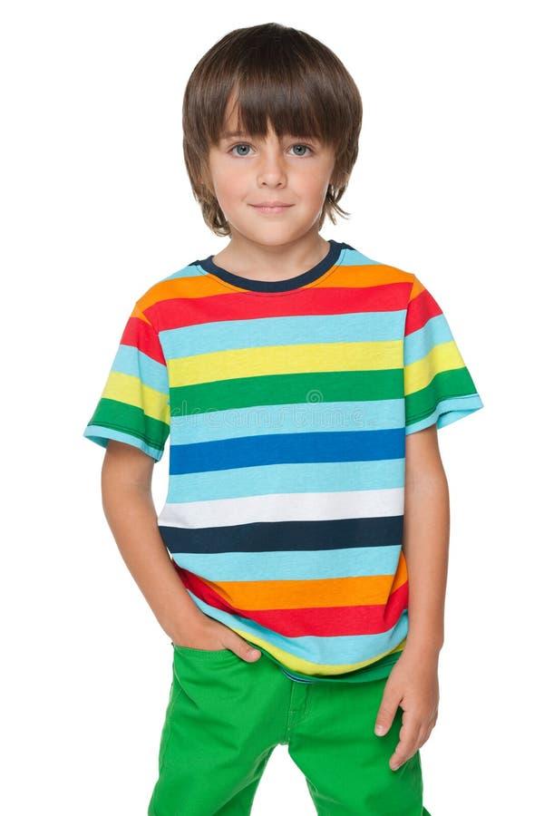 镶边衬衣的时尚微笑的男孩 免版税库存照片