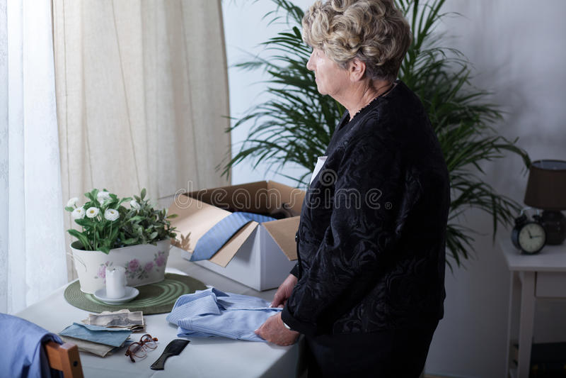 年长体贴的妇女 免版税库存图片