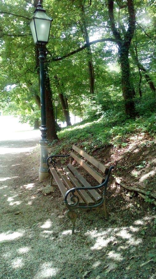 长凳和灯 库存照片