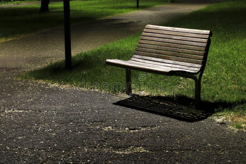 长凳在公园在晚上 库存照片