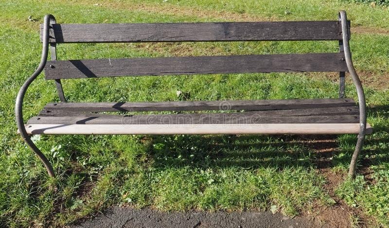 长凳在公园 免版税图库摄影