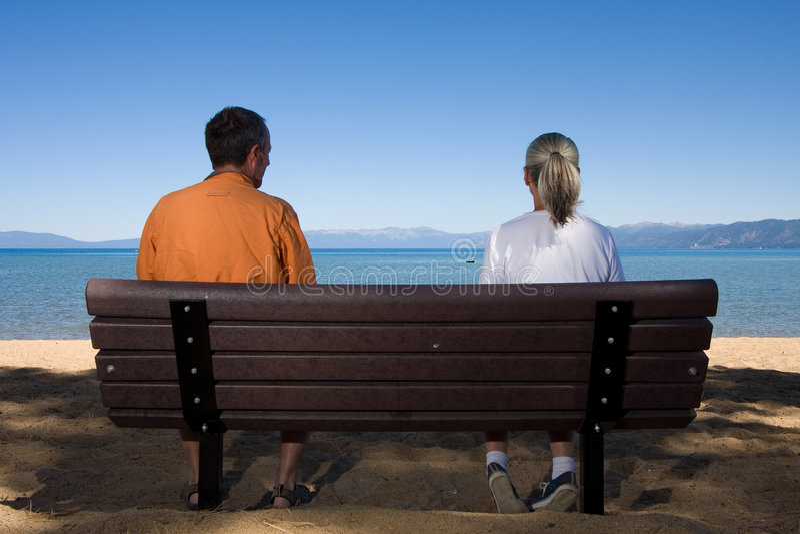 长凳夫妇 免版税库存照片