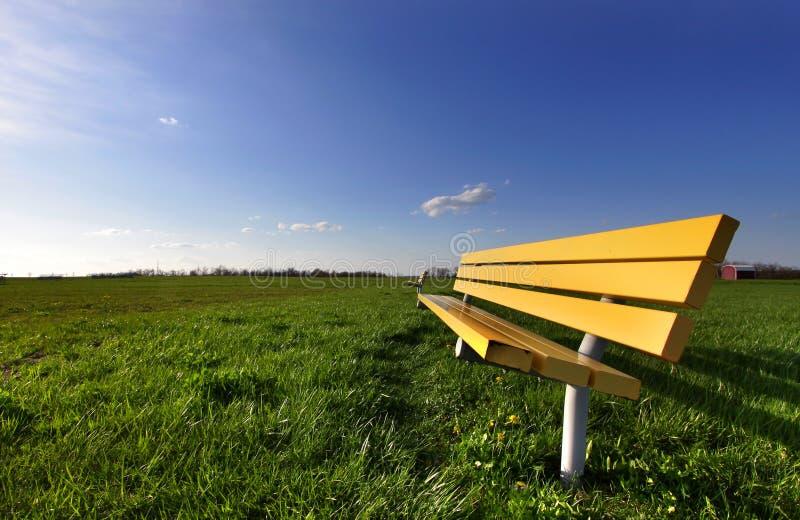 长凳黄色 免版税库存照片