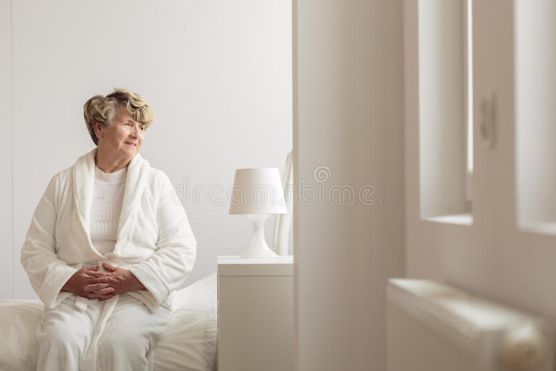 年长女性住院病人 免版税库存图片