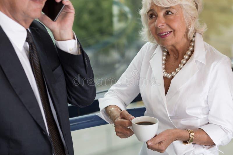 年长女性办公室工作者 库存照片