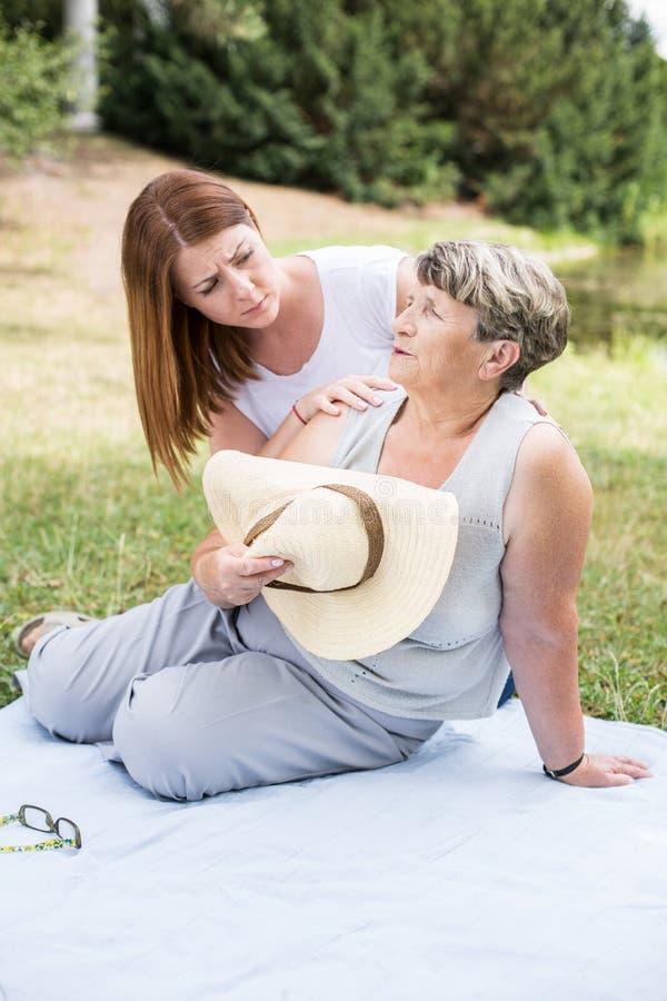 年长女性和她的孙 免版税图库摄影