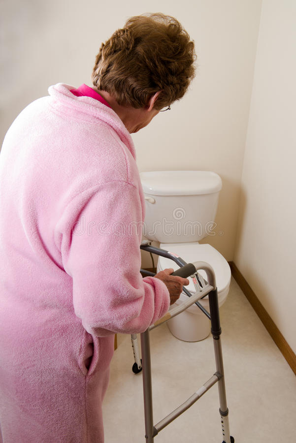 年长妇女无节制过度活化的膀胱 免版税库存照片