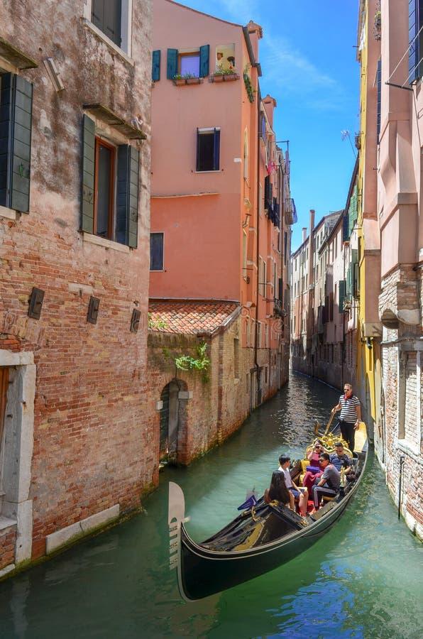 长平底船在威尼斯 图库摄影
