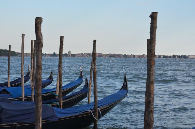 长平底船小船在威尼斯意大利 免版税库存图片