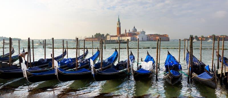 长平底船,威尼斯,意大利运河  免版税库存照片