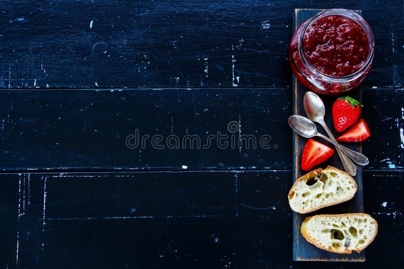 长方形宝石用草莓酱 免版税库存图片