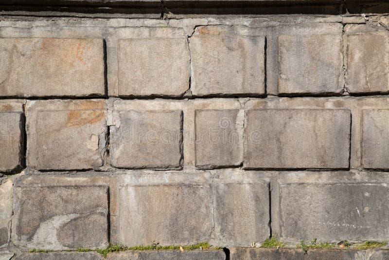 长方形水泥块墙壁在一好日子 库存图片