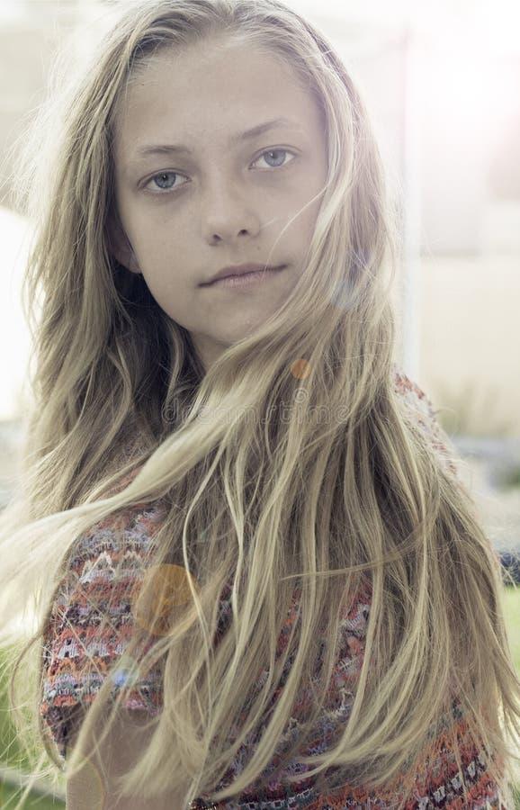 长期白肤金发的女孩头发 库存图片