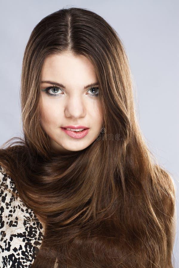 长期诱惑年轻人的美丽的头发夫人 免版税库存照片