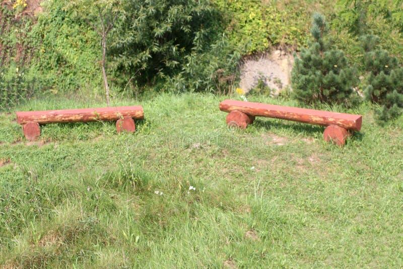 长木凳被做注册草甸 库存照片