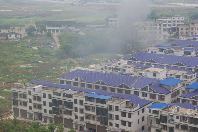 长沙/中国- 2019年4月14日:在公寓附近的抓住火从长沙市顶视图  图库摄影