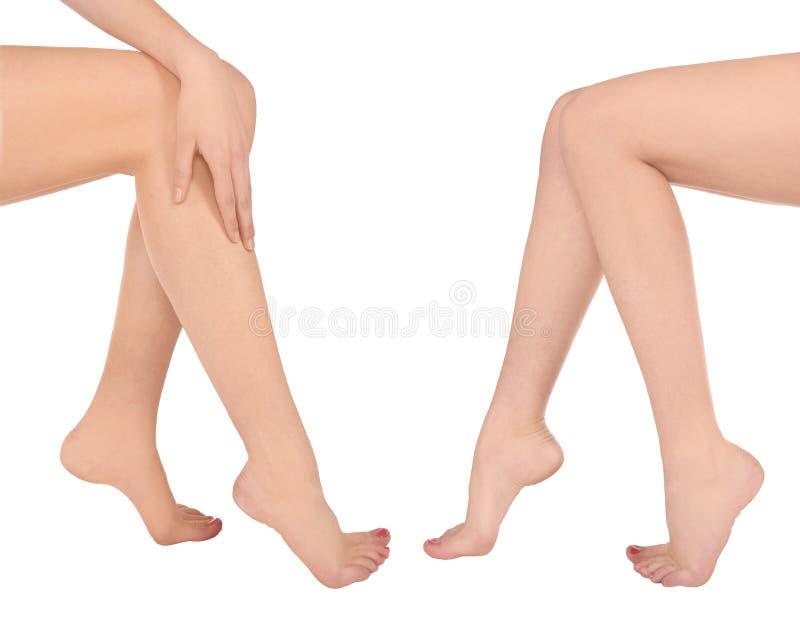 长的俏丽的妇女腿 免版税库存照片