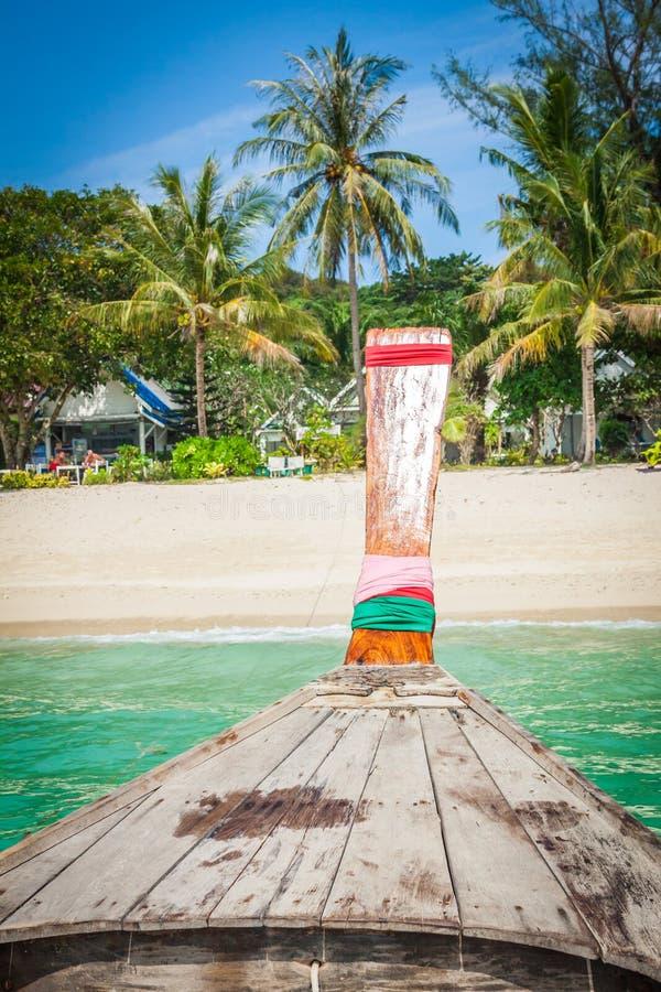 长的小船和热带海滩,安达曼海,发埃发埃海岛, Thaila 免版税库存图片