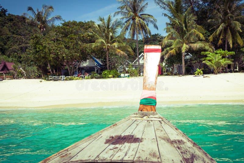 长的小船和热带海滩,安达曼海,发埃发埃海岛, Thaila 库存图片