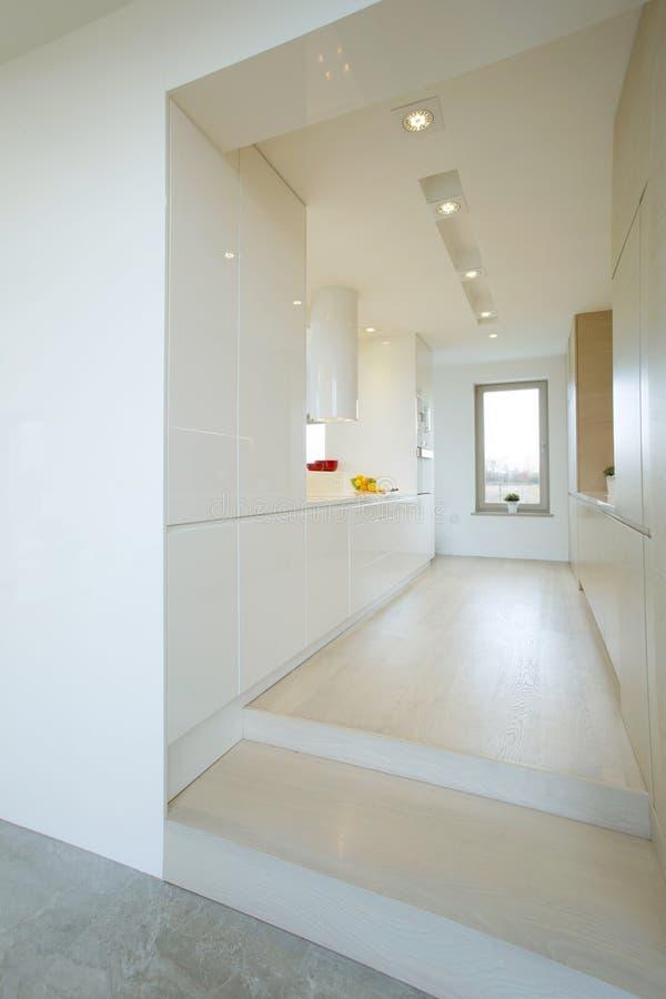 长的明亮的厨房 库存图片
