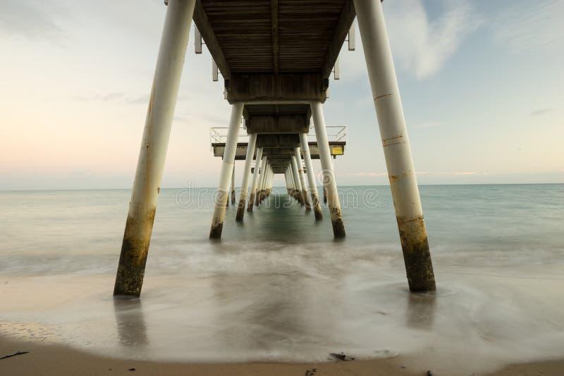长的曝光照片海滩跳船 库存图片
