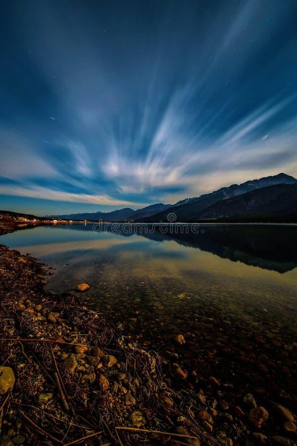 长的曝光Columbia湖,费尔蒙温泉城,不列颠哥伦比亚省,加拿大 库存图片
