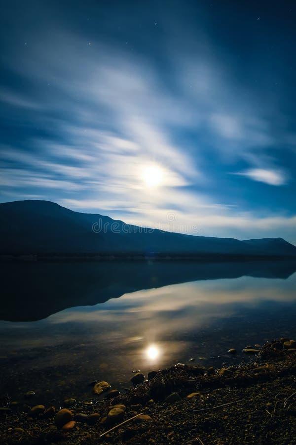 长的曝光Columbia湖,费尔蒙温泉城,不列颠哥伦比亚省,加拿大 库存照片
