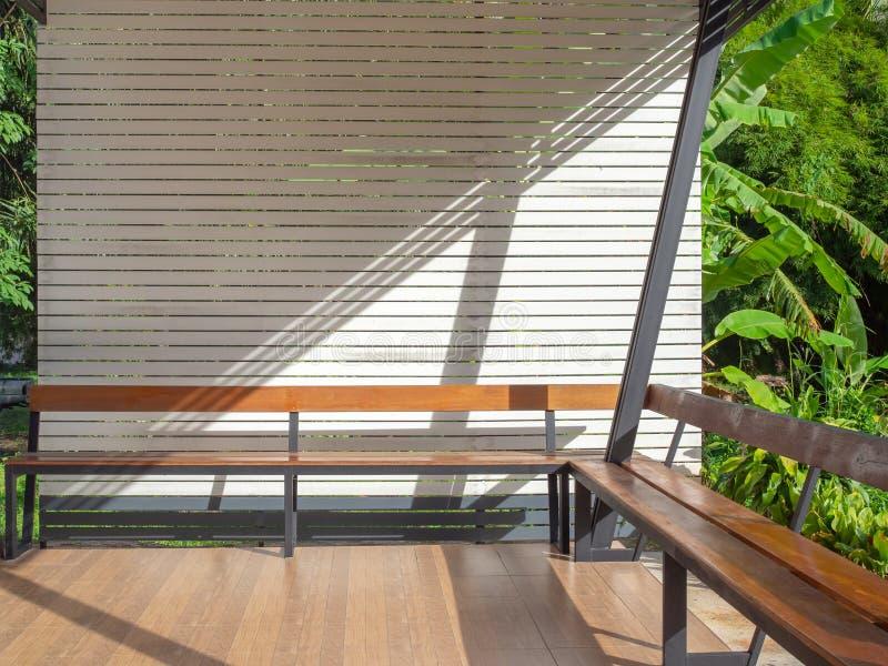 长的木桌 免版税库存图片