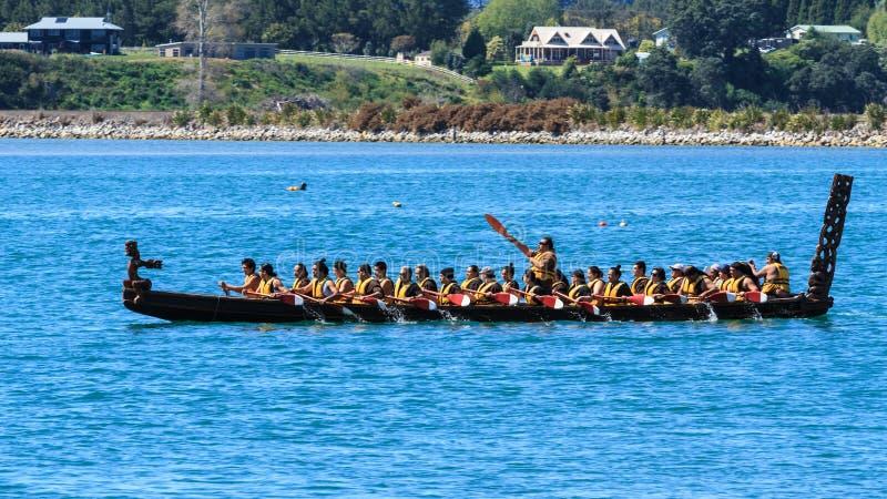 长的毛利人礼仪waka或者独木舟,陶朗阿,新西兰 库存照片