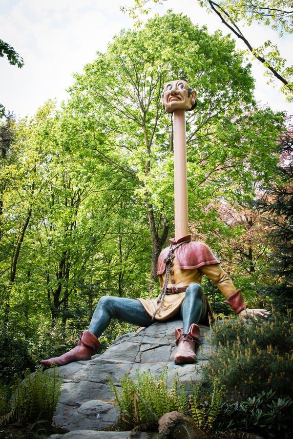 长的脖子在主题乐园De Efteling在荷兰 免版税库存图片