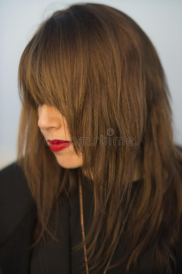 长的头发和红色唇膏 免版税库存照片