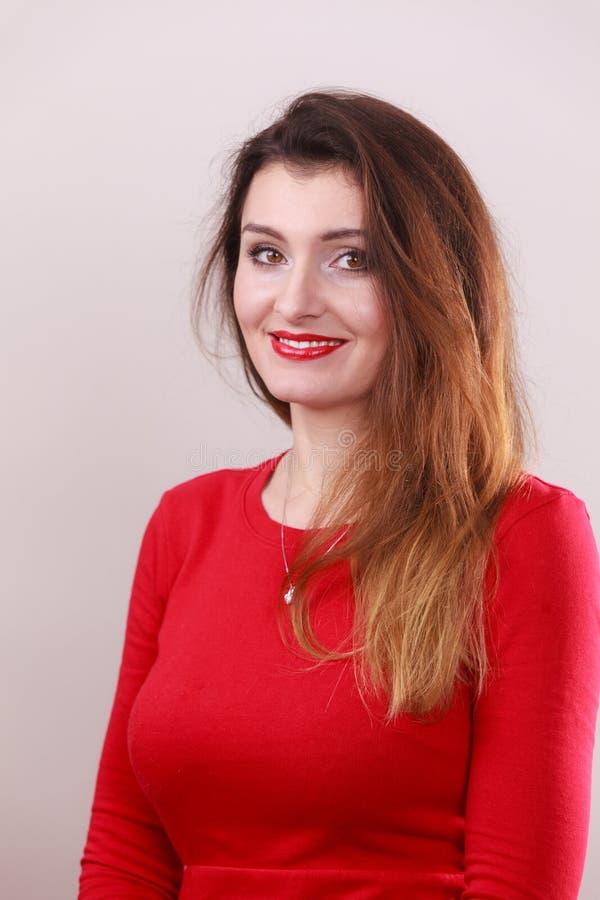 年轻长的头发女性画象  免版税图库摄影