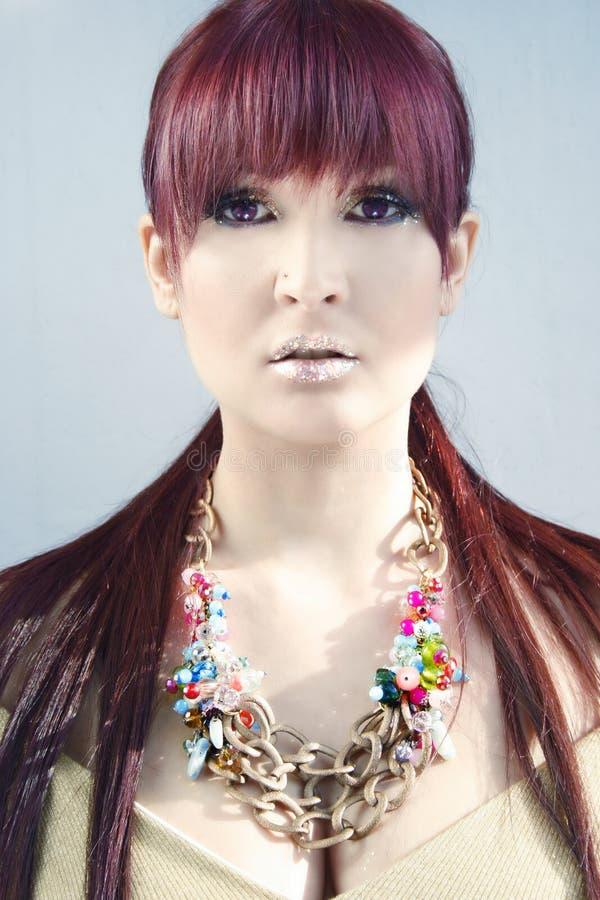 长的紫色头发女孩 库存图片