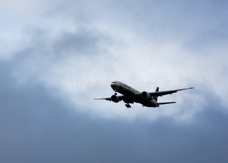 长荣航空777登陆的SFO 库存照片