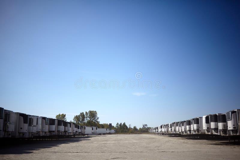 长途货车使用费的多辆拖车 免版税库存图片
