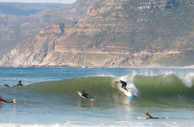 长滩,开普敦,南非洲6月15,2014 :Kommetjie的冲浪者 库存图片
