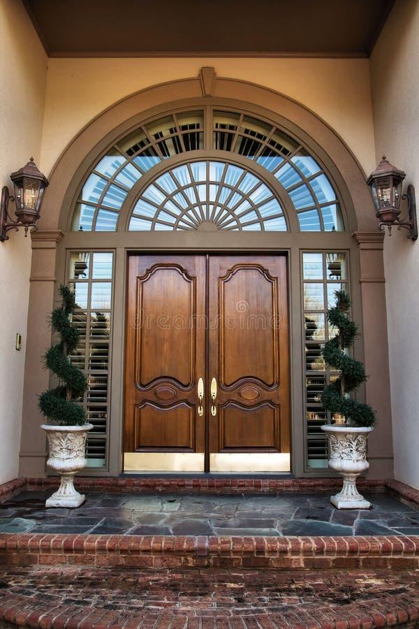 门入口前面家 免版税库存图片