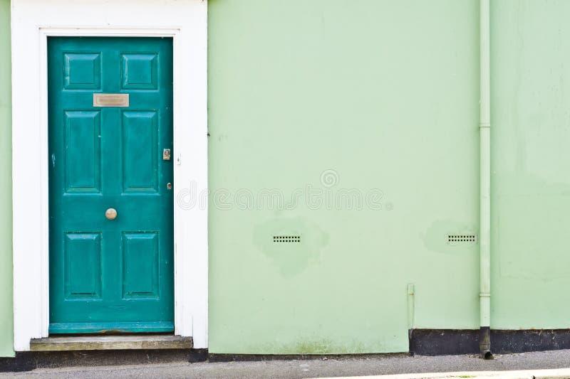 门入口涉及的前面家 免版税图库摄影