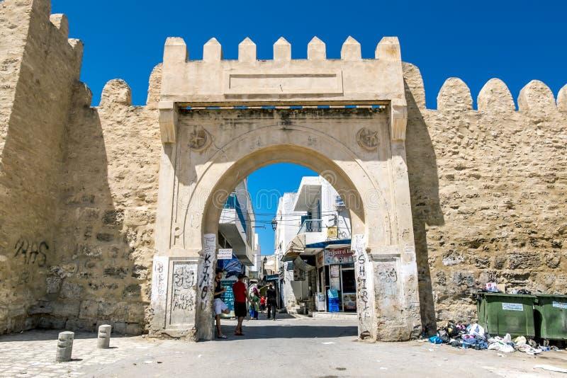 门向老城市苏斯的麦地那在突尼斯 库存图片
