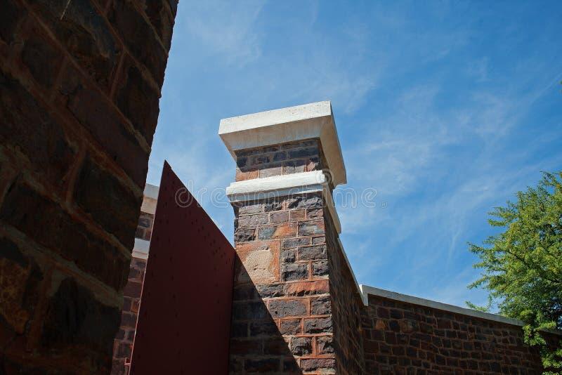 门和柱子从堡垒里边 免版税库存照片