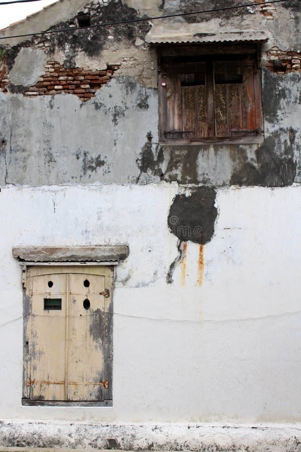 门和窗口在Kota喇嘛老镇,三宝垄, Ind附近 库存照片