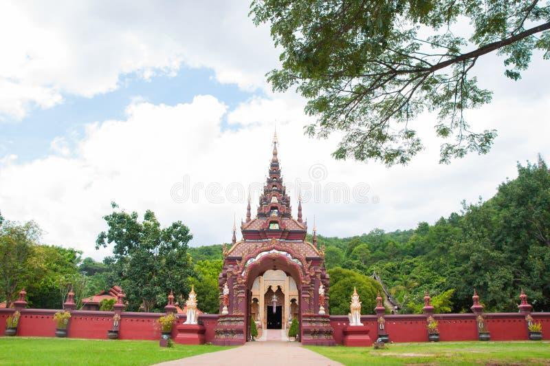 门和篱芭在寺庙 免版税库存图片