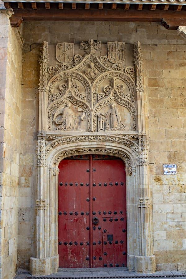 门在历史的圣贝尼托教会,萨拉曼卡里 图库摄影
