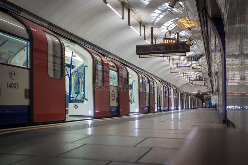 门在管火车打开 免版税库存照片