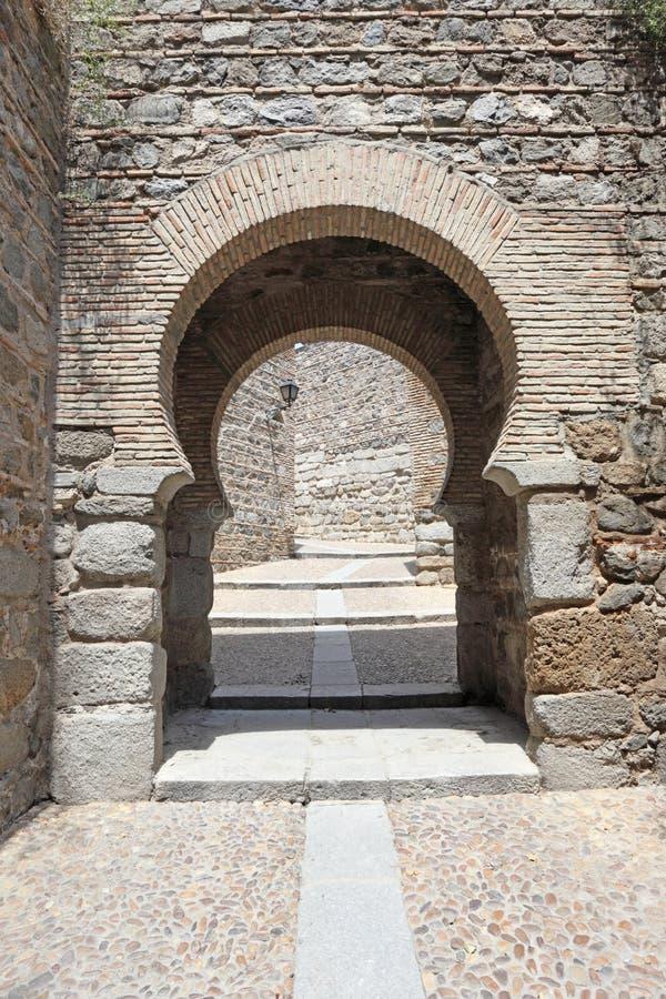 门在老镇托莱多,西班牙 免版税库存照片