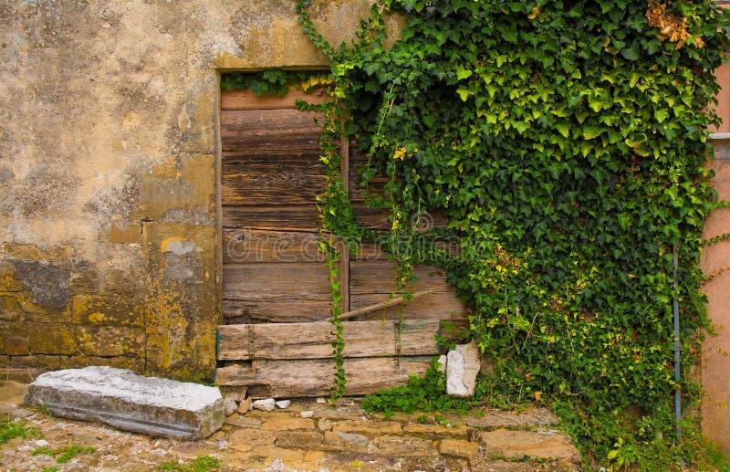 门在Oprtalj 免版税库存照片