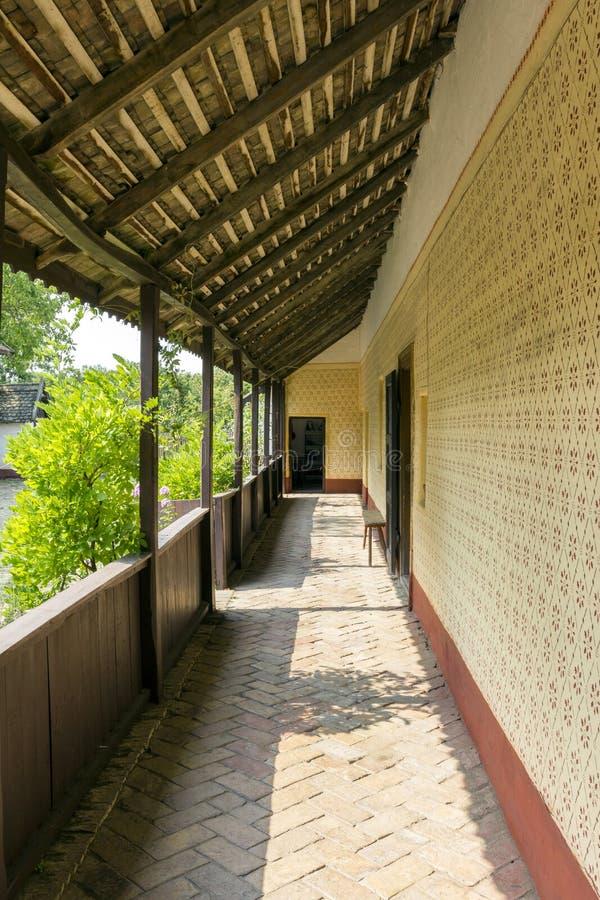 门廊在房子里 免版税库存照片